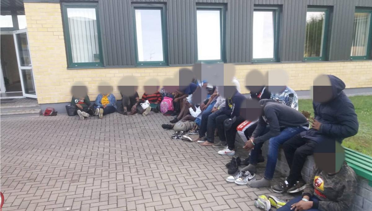Задержанных протестируют на коронавирус / фото: pasienis.lt