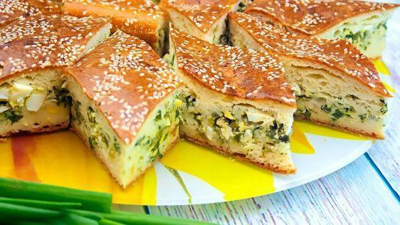 Праздничный пирог с яйцом и луком / pinterest.ru