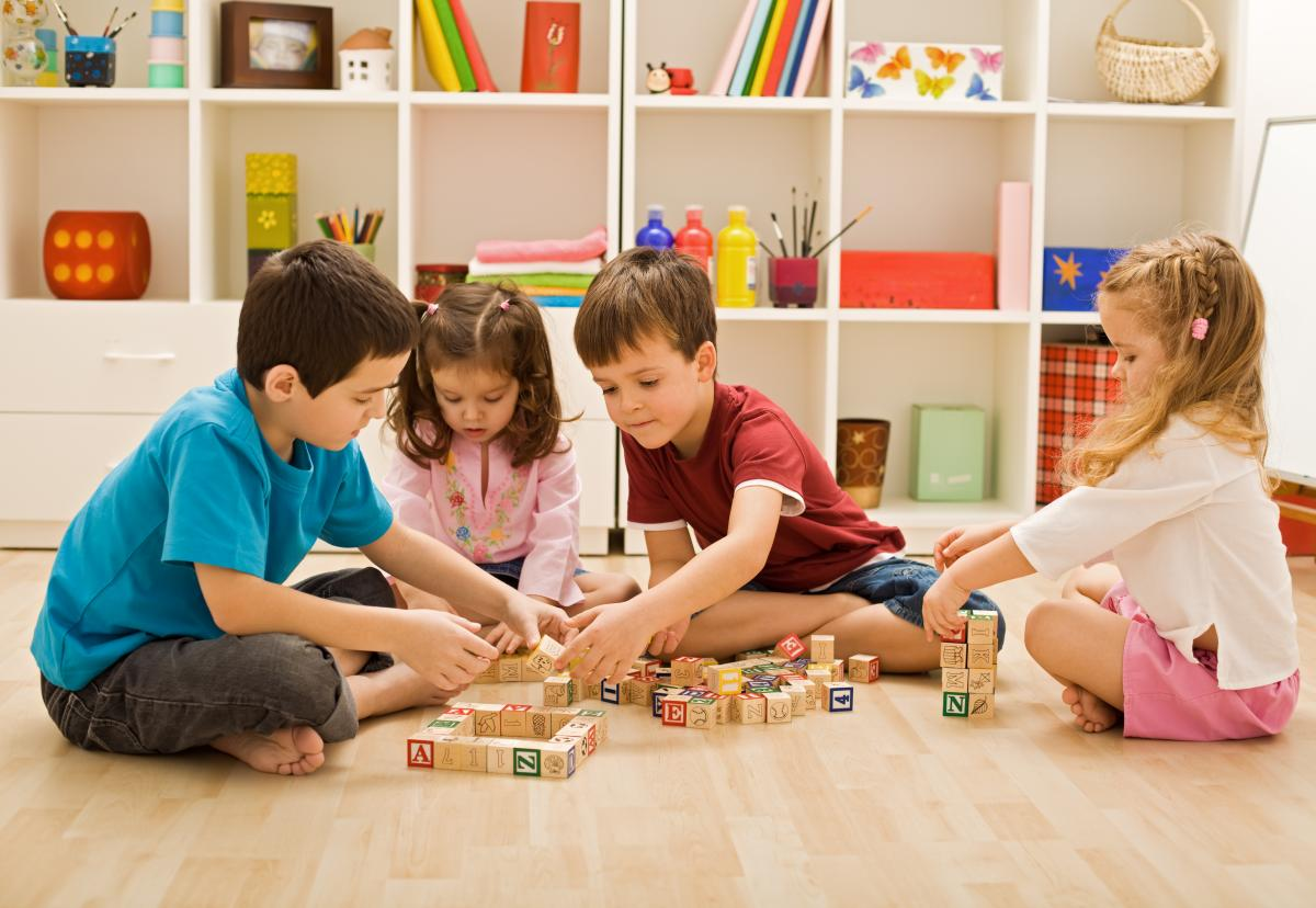 Деякі учні потребують безпосереднього контакту з педагогами /фото ua.depositphotos.com