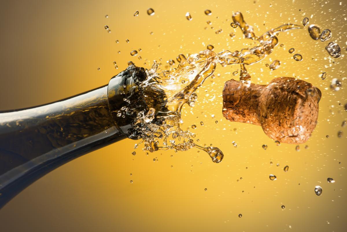 День народження шампанського / фото ua.depositphotos.com