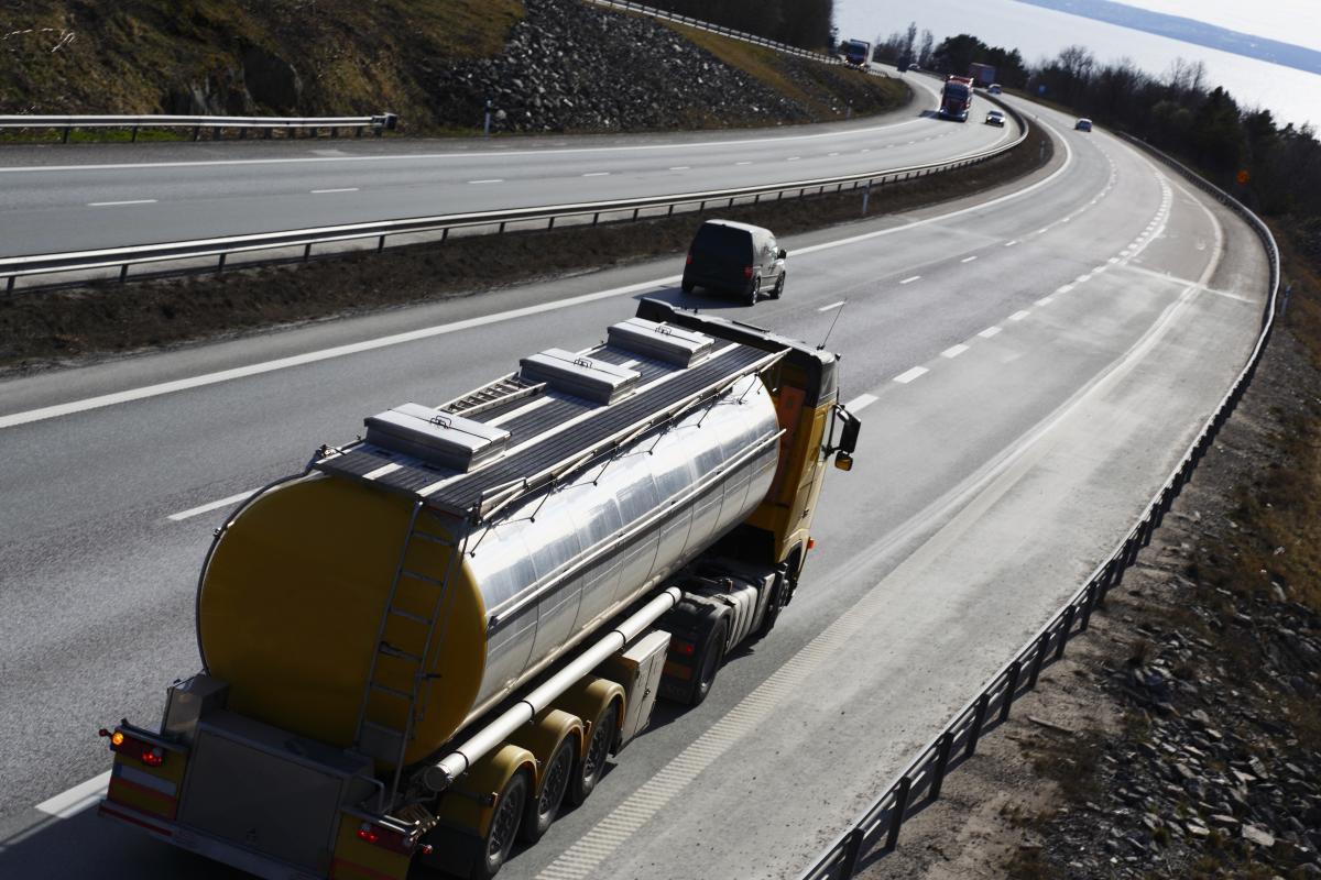 В каком виде бензин со спиртом доедет с завода - никто не может гарантировать / фото ua.depositphotos.com