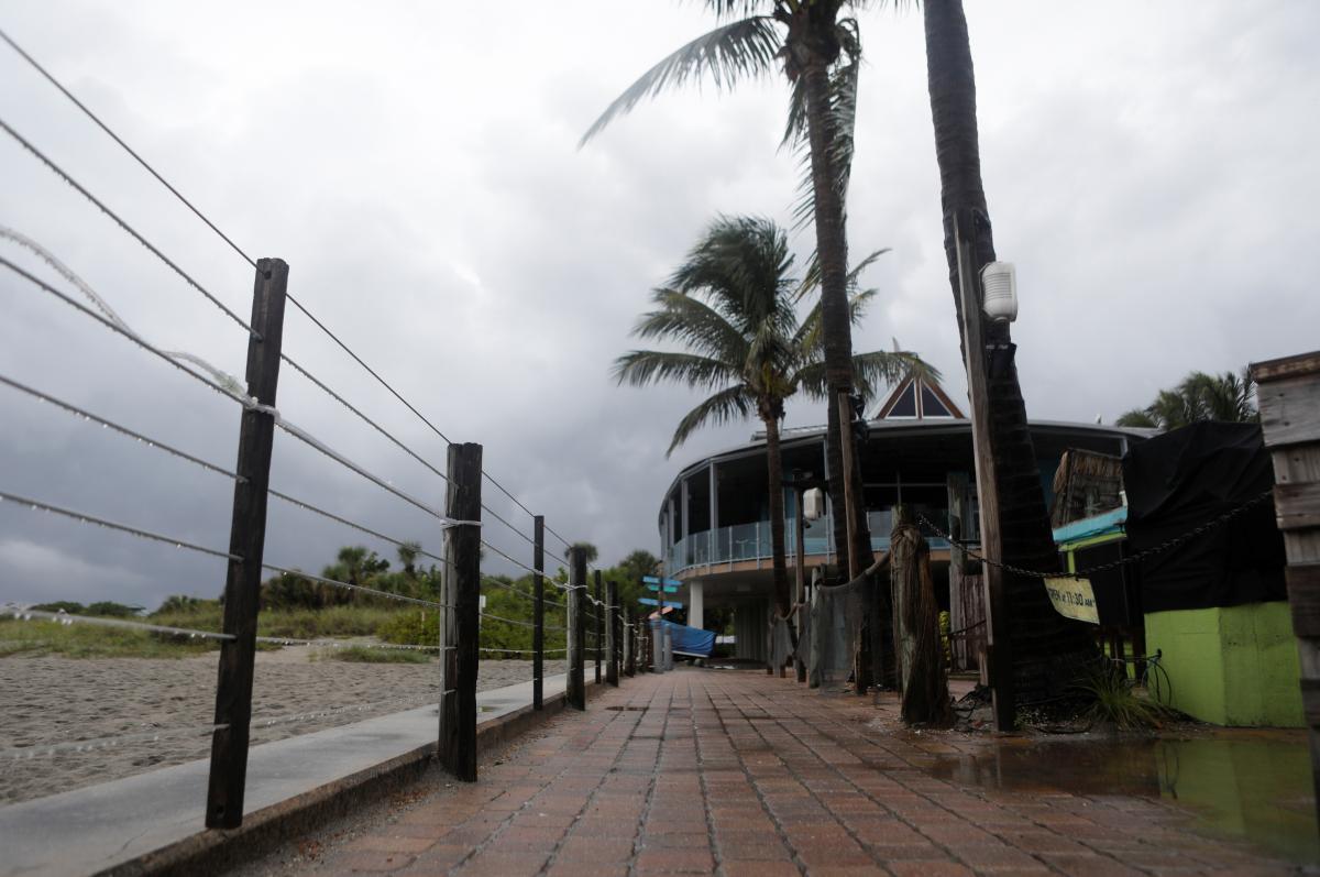 Шторм Эльза усилился до урагана \ фото REUTERS