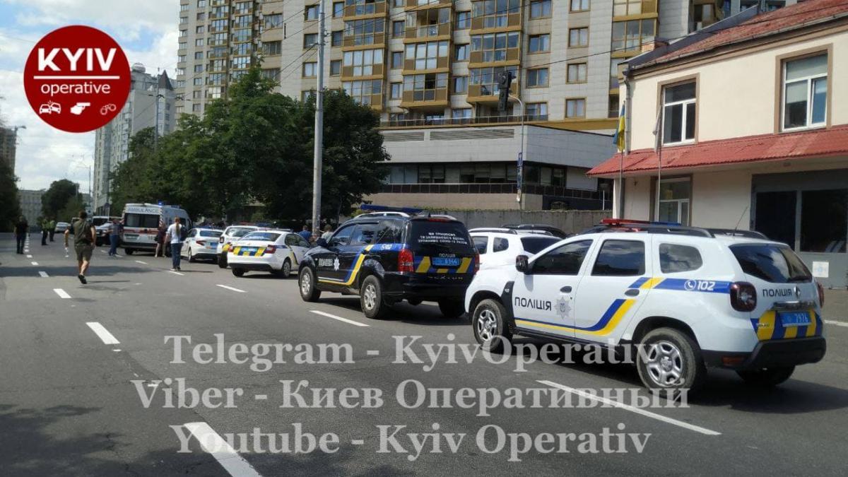 Место перестрелки в Голосеевском районе Киева / фото t.me/KyivOperativ