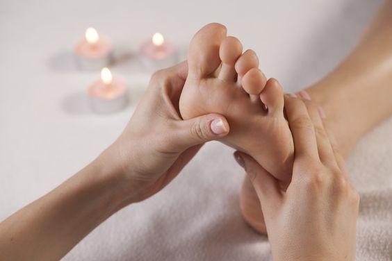 Как правильно делать массаж ног / pinterest.ru