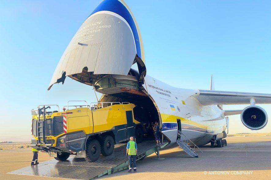 Украинский самолет перевез необычный груз / Antonov