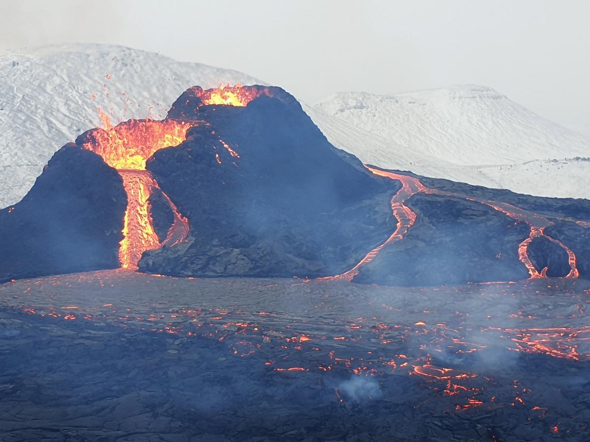 В Исландии снова начал извергаться знаменитый вулкан / фото Википедия