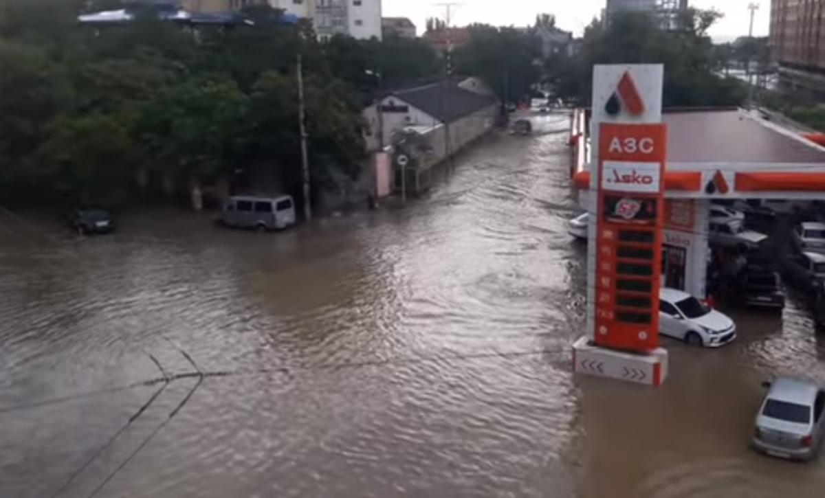 Махачкалу затопило / скриншот видео