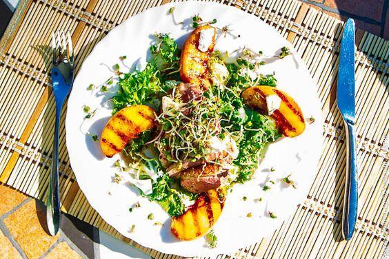 Салат з персиками / pinterest.ru