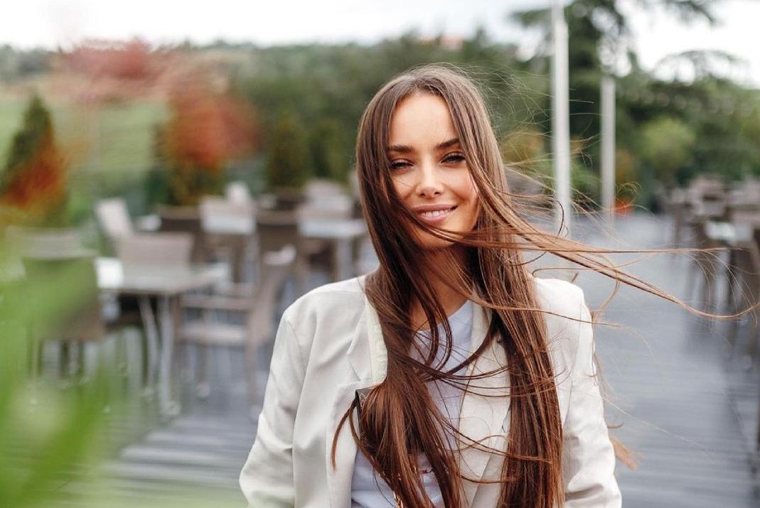 Мішина поніжилася з Еллертом в ліжку / instagram.com/misha.k.ua