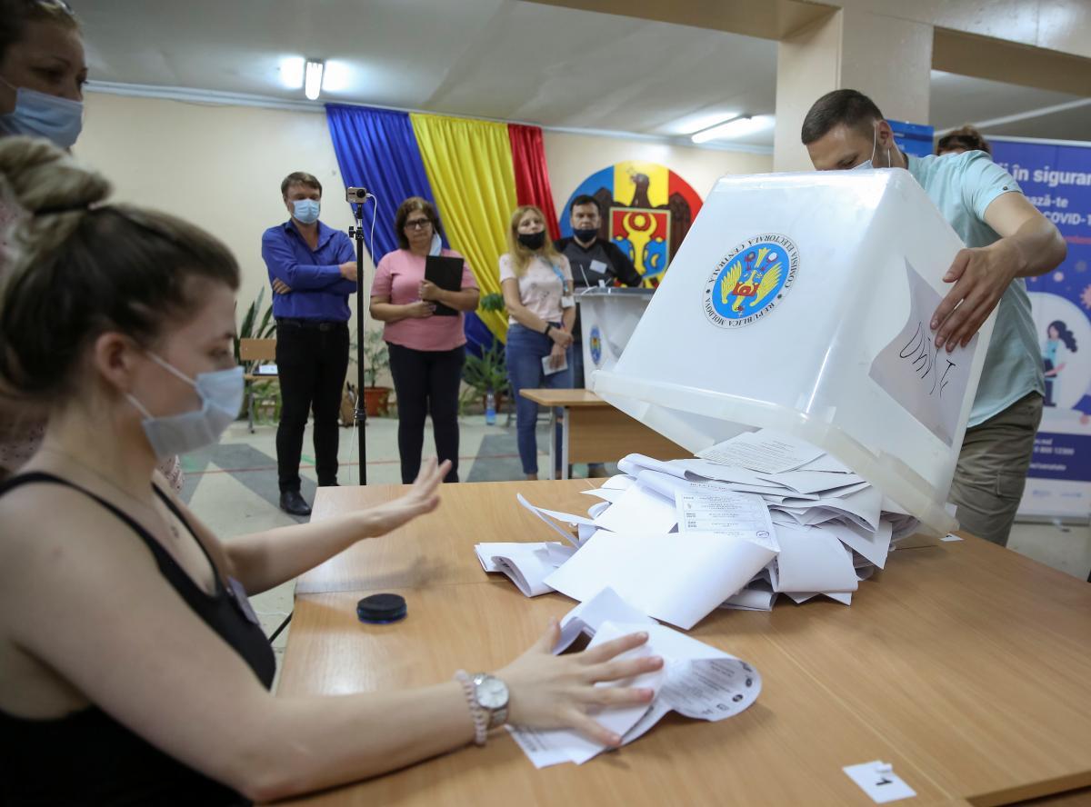 На парламентских выборах в Молдове побеждает партия президента Санду / фото REUTERS