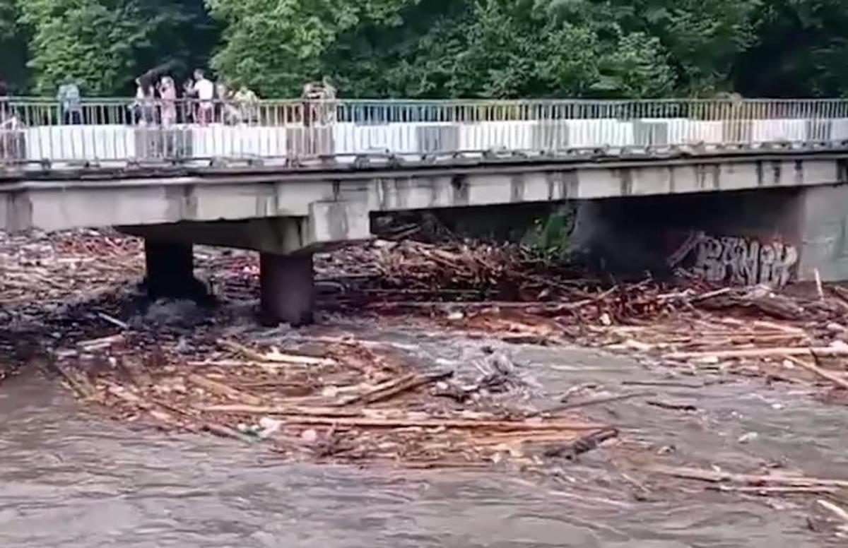 На Раховщине сняли начало паводка / скриншот с видео