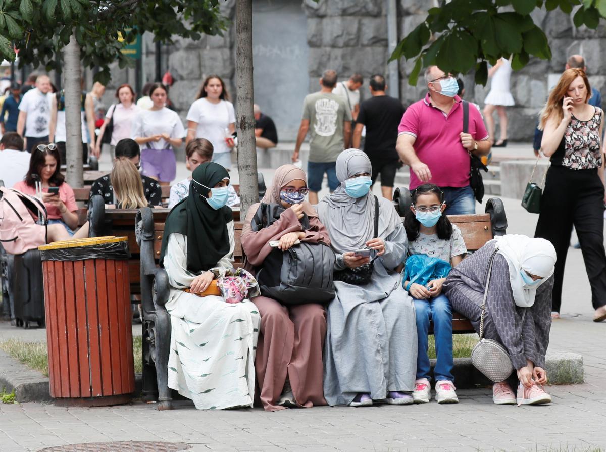 Ситуація з пандемією COVID-19 стає складнішою / фото REUTERS