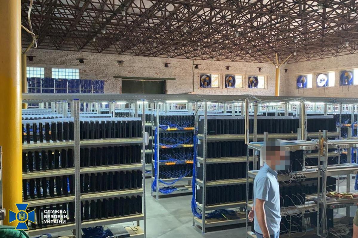Со склада изъято 3800 консолей PS4 /фото ssu.gov.ua