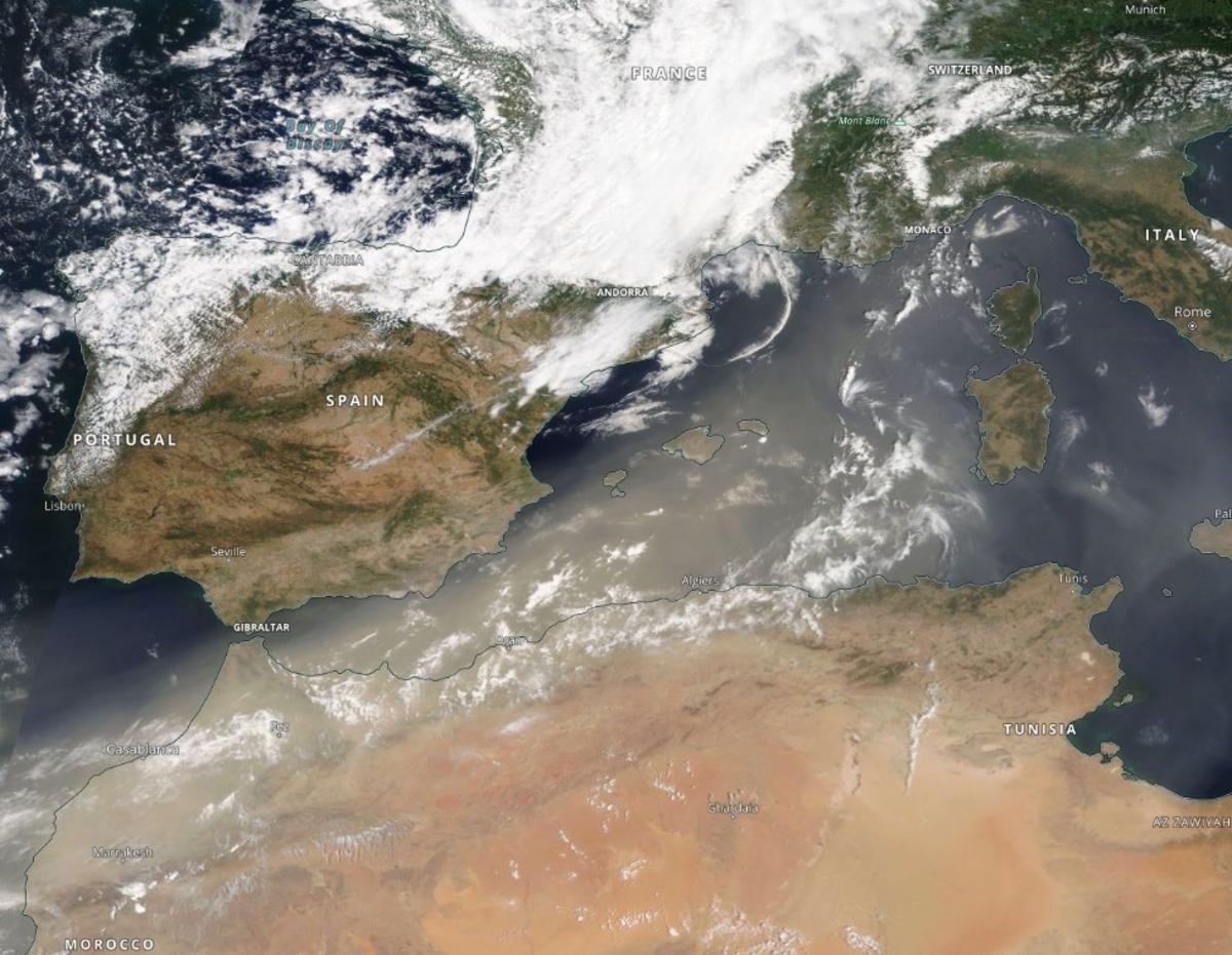 Пыль из Сахары долетела до Европы / фото NASA/Terra MODIS