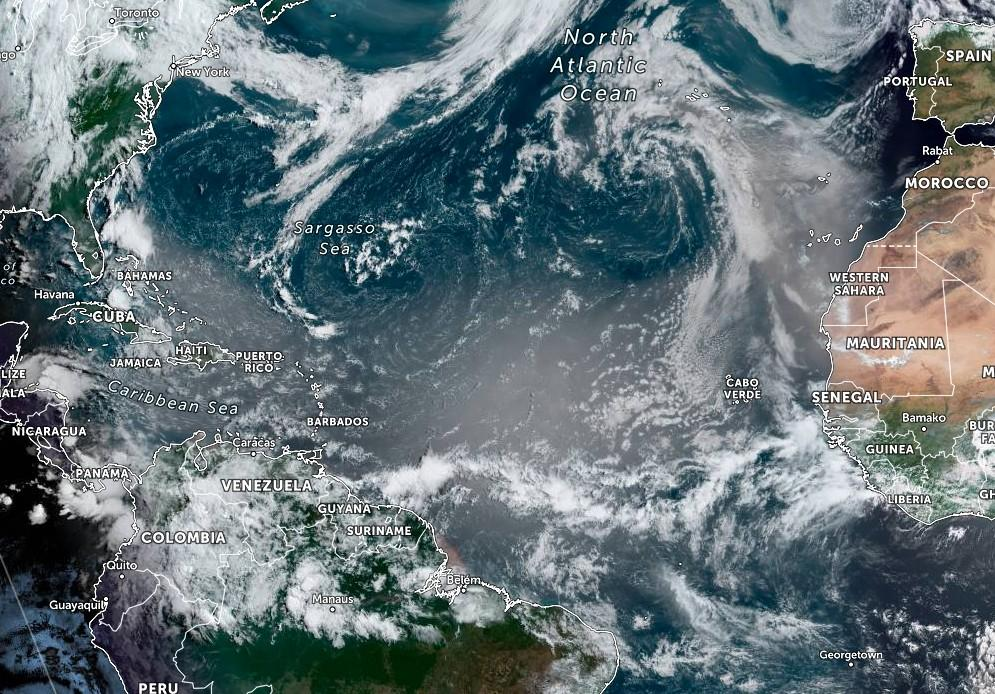 Пыль из Сахары достигла Карибского моря / фото NOAA/GOES-East