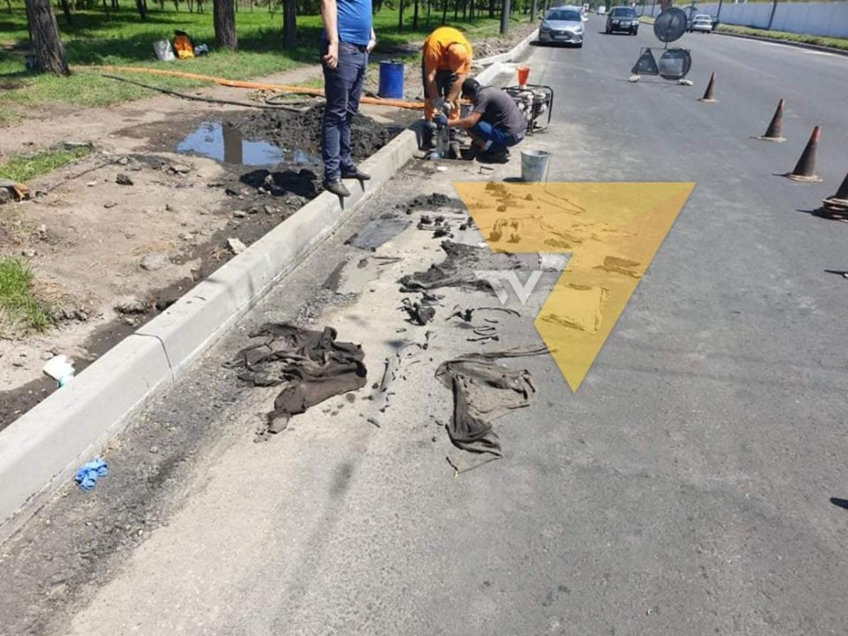 Останки человека нашли коммунальщики во время чистки ливневой канализации / фото tv7.ua