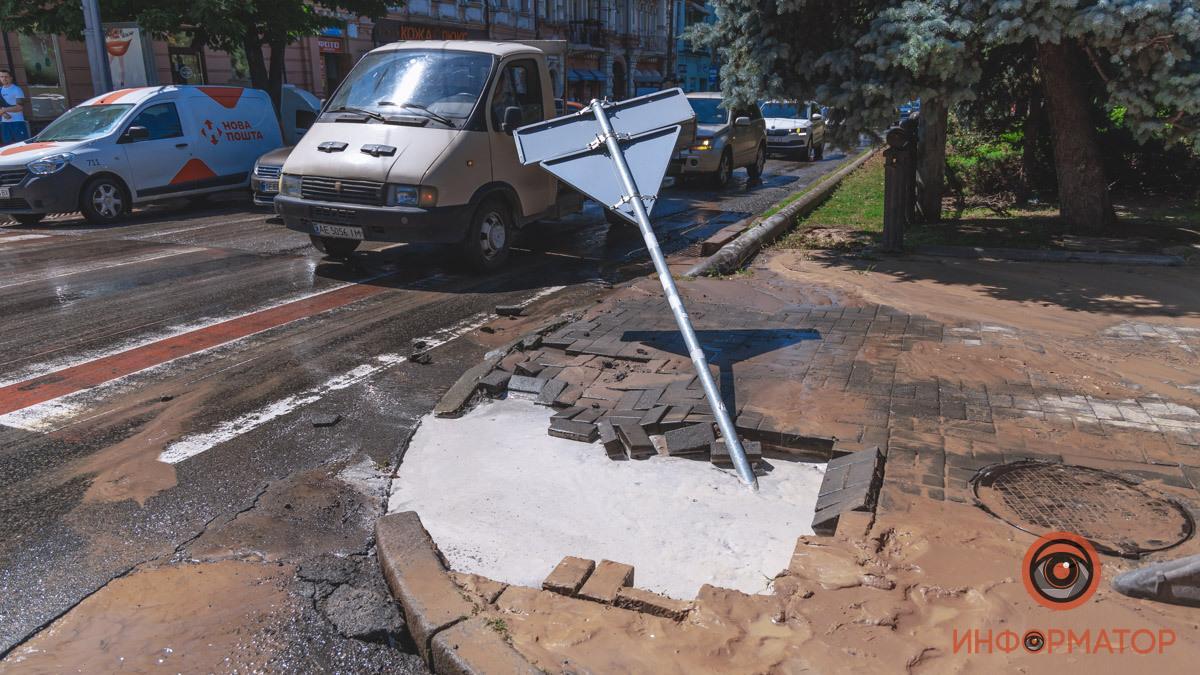 В центре Днепра произошел прорыв трубы \ dp.informator.ua