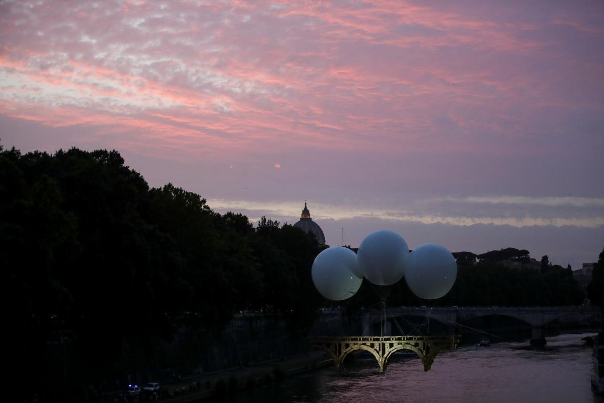 В Риме открыли летучий мост \ фото REUTERS
