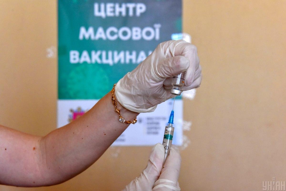 Завтра начинают работу два новых вакцинальных пункта \ фото УНИАН