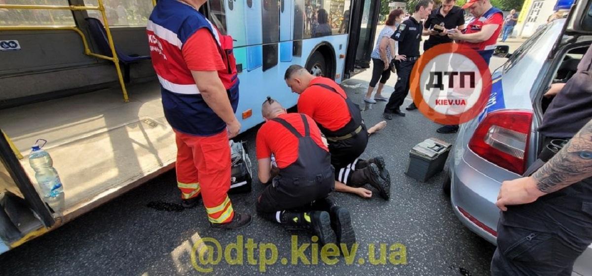 Причины смерти водителя пока не известны / фото facebook.com/dtp.kiev.ua