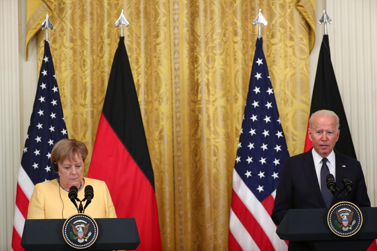Джо Байден и Ангела Меркель на пресс-конференции / фото REUTERS