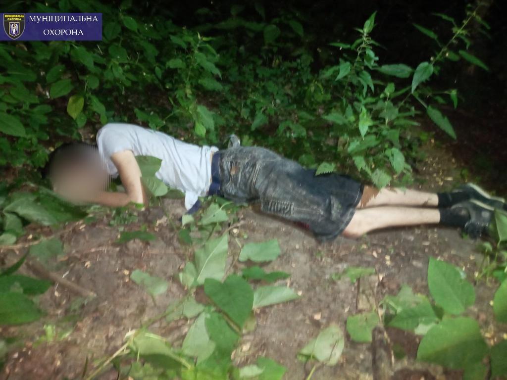 """Тело мужчины обнаружил прохожий, который увидел инцидент / фото: """"Муниципальная охрана"""""""