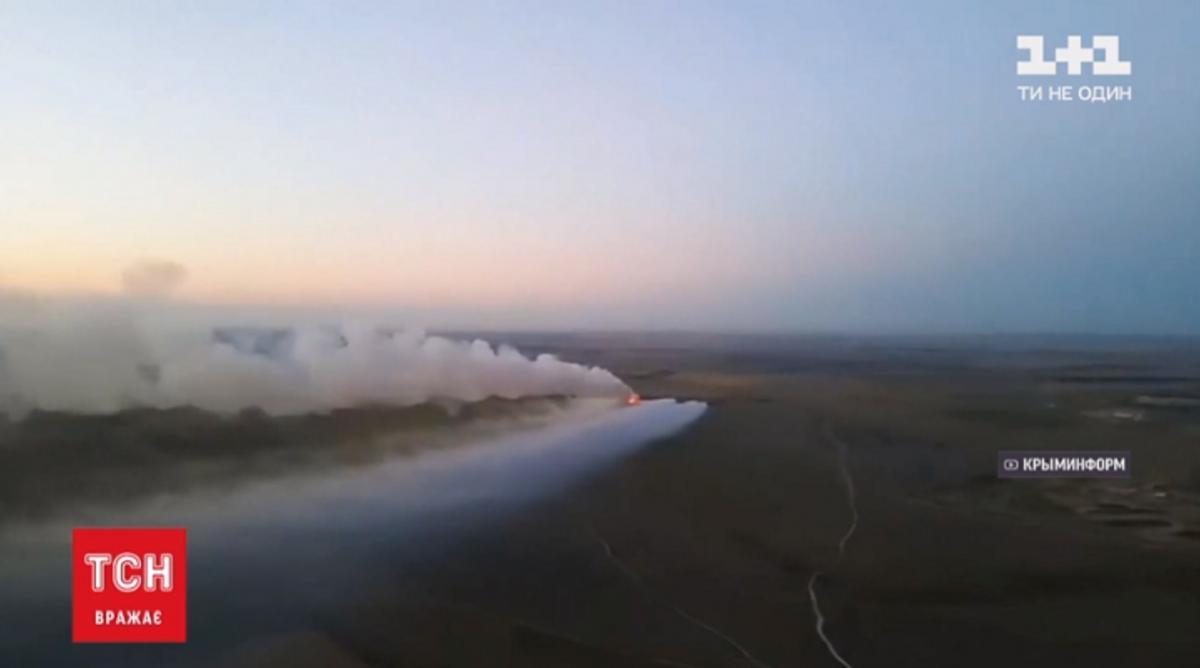 Огонь, по подсчетам оккупантов, охватил 1600-1800 квадратных метров / Скриншот