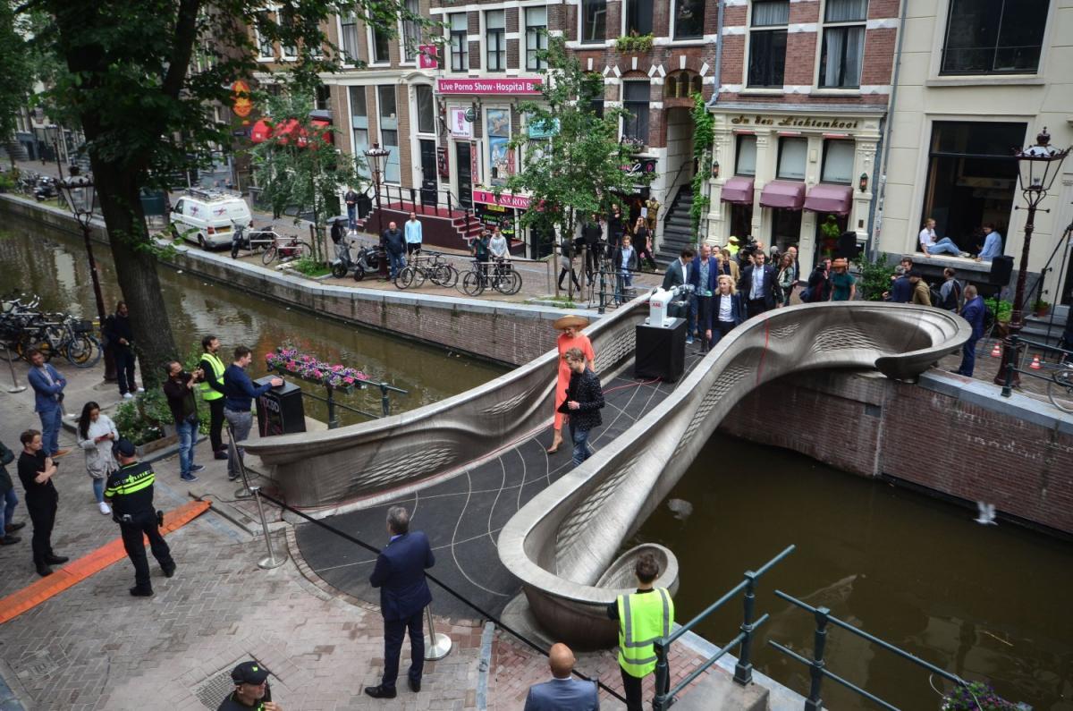 Вмире уже есть несколько мостов, созданных спомощью 3D-печати, однако это первый подобный мост из стали / фото utwente.nl
