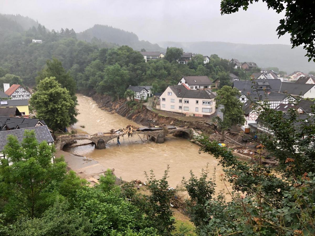 Германия последние дни страдает от разрушительного наводнения / Фото: REUTERS