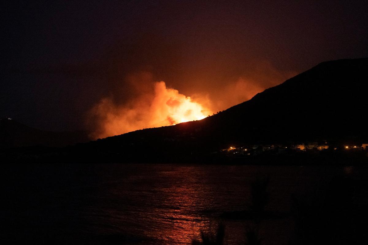 Пожар возник в пятницу утром в каталонском городе Лянса / фото REUTERS