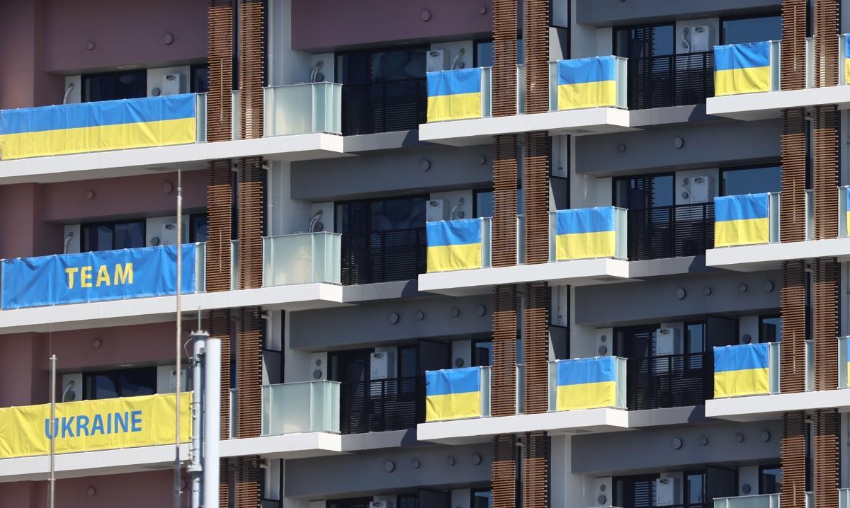 Прапори України в Олімпійському селі в Токіо / фото REUTERS