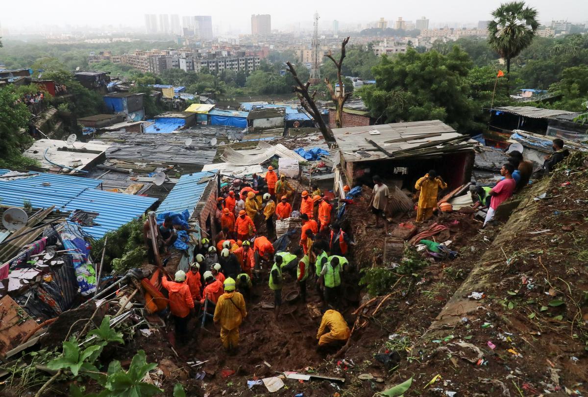 Проливные дожди обрушились на Мумбаи / фото REUTERS