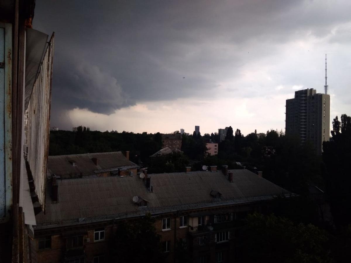 В Киеве началась гроза / фото УНИАН