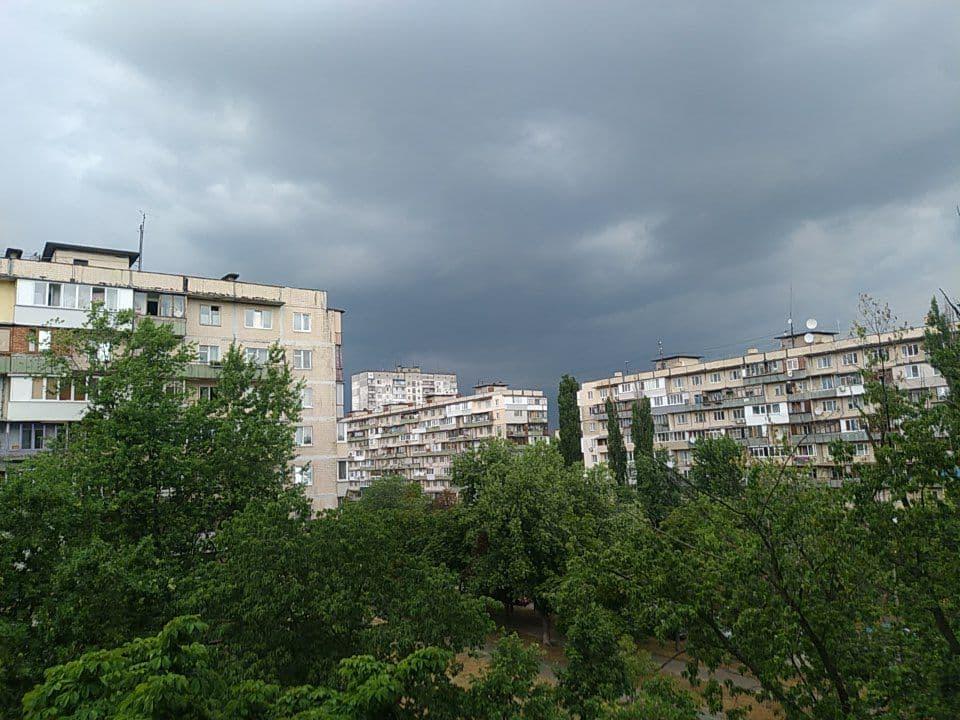 В Киеве началась гроза / фото Екатерина Лиманская