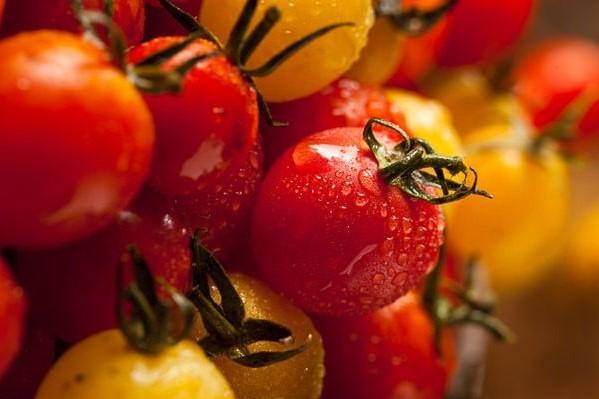 Маринад для помидоров с луком / pinterest.ru