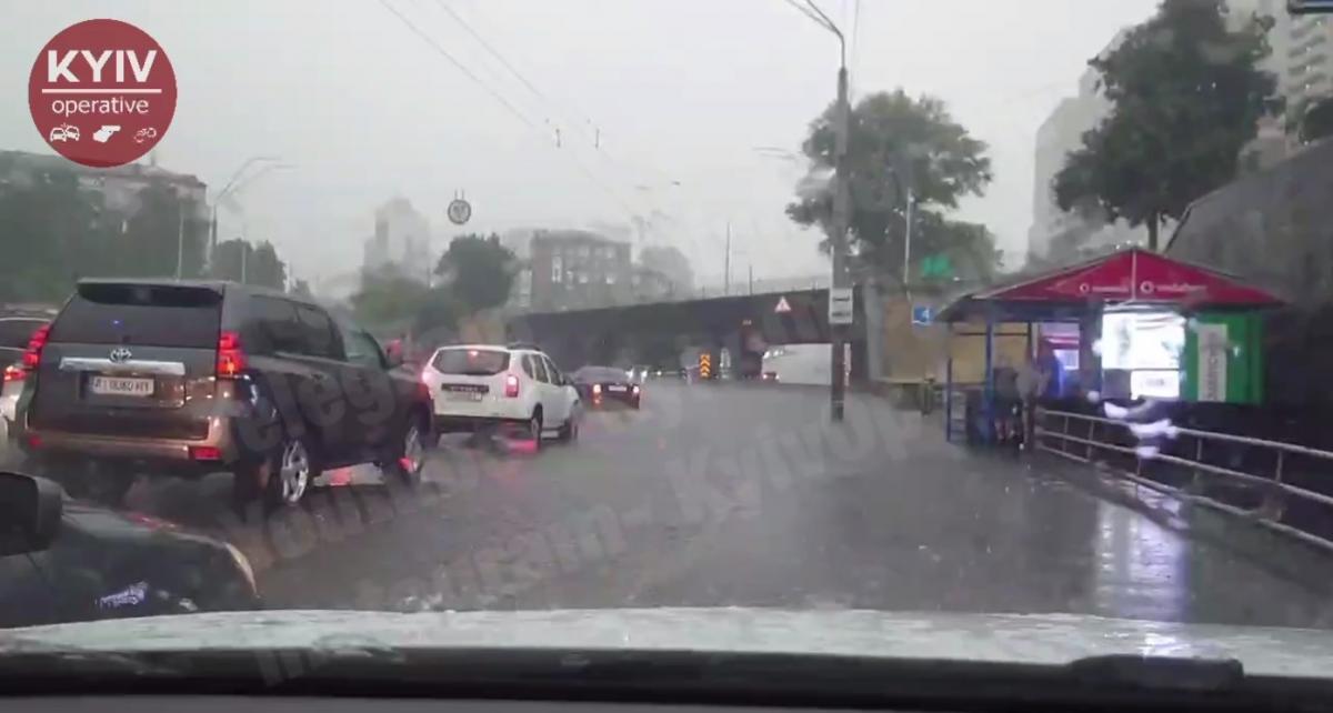 Проспект Победы затопило / скриншот извидео