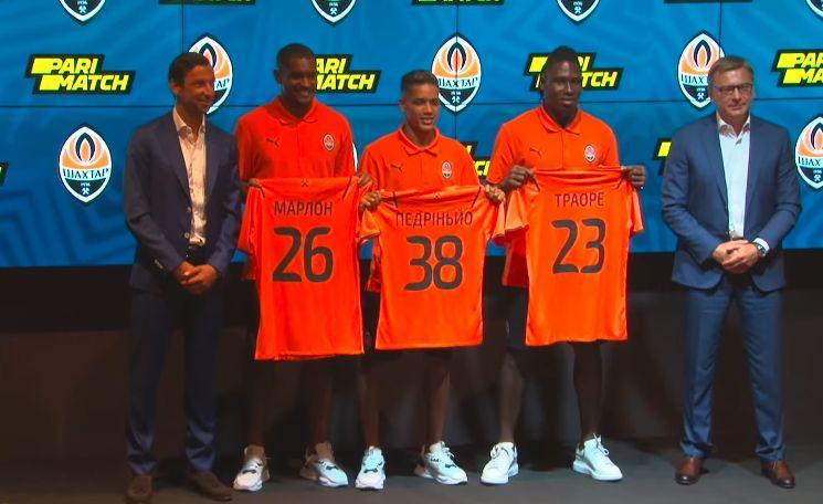 Новички Шахтера получили футболки с номерами / YouTube/FC Shakhtar Donetsk