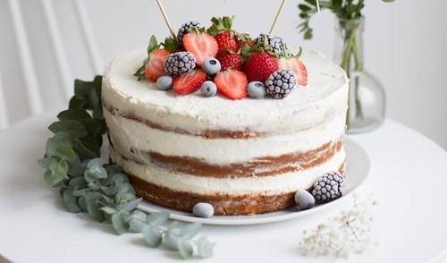 Торт со сгущенным молоком и ягодами / pinterest.ru