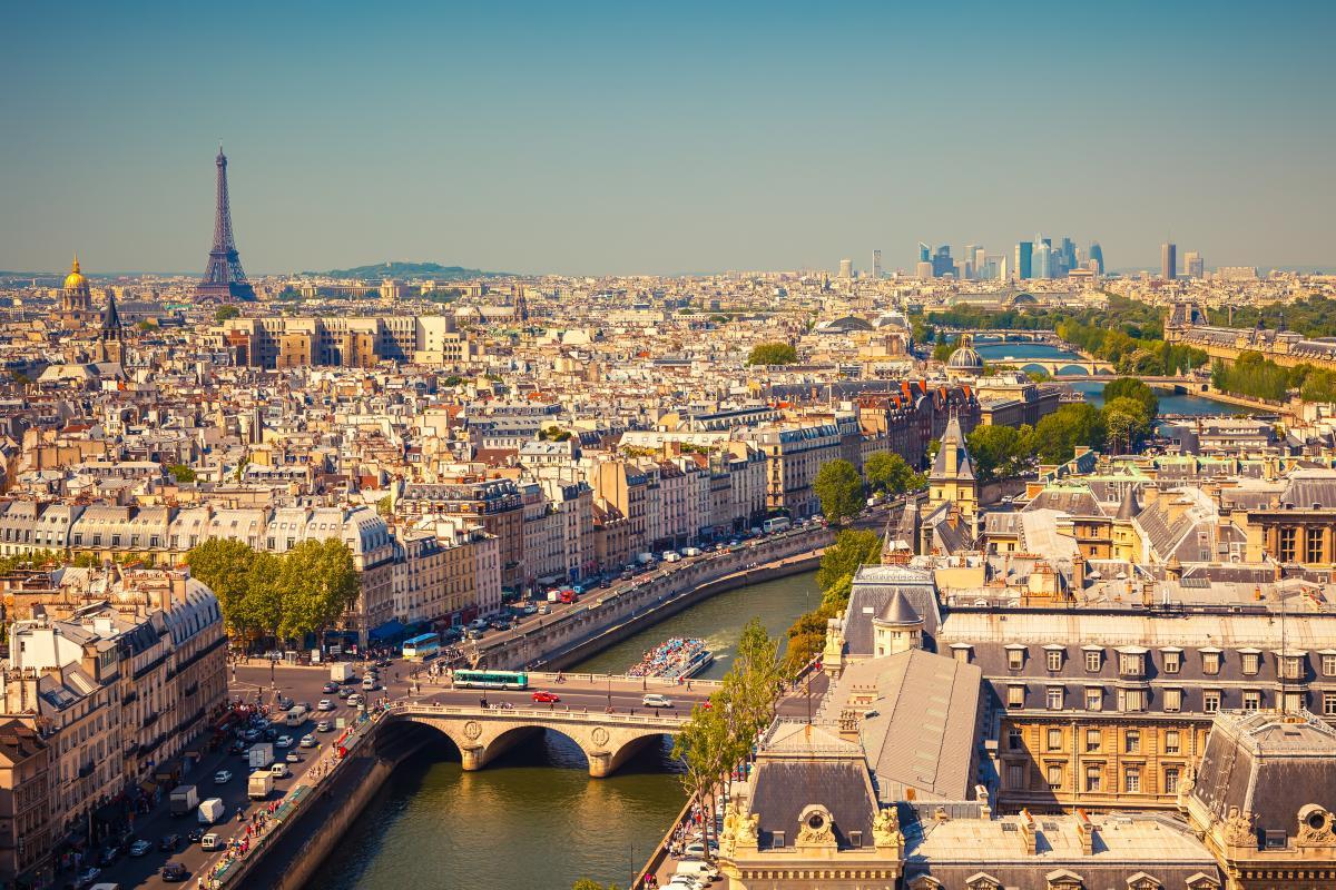 Украинцам не нужно иметь отрицательный ПЦР-тест для въезда во Францию / фото ua.depositphotos.com