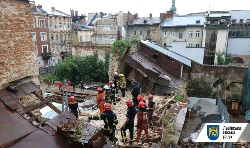 Во Львове на улице Русской, 8, обрушилась стена нежилого дома / фото Роман Балук / ЛГС
