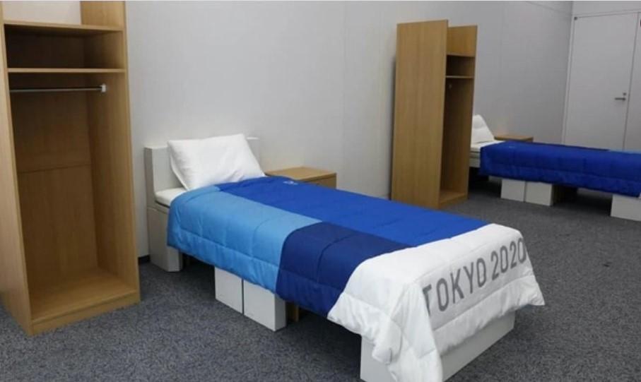 """Между олимпийцами ширились слухи, что за вполне экологичным картоном, из которого сделаны кровати для спортсменов, стоят """"антисексовые"""" намерения / скрин видео"""