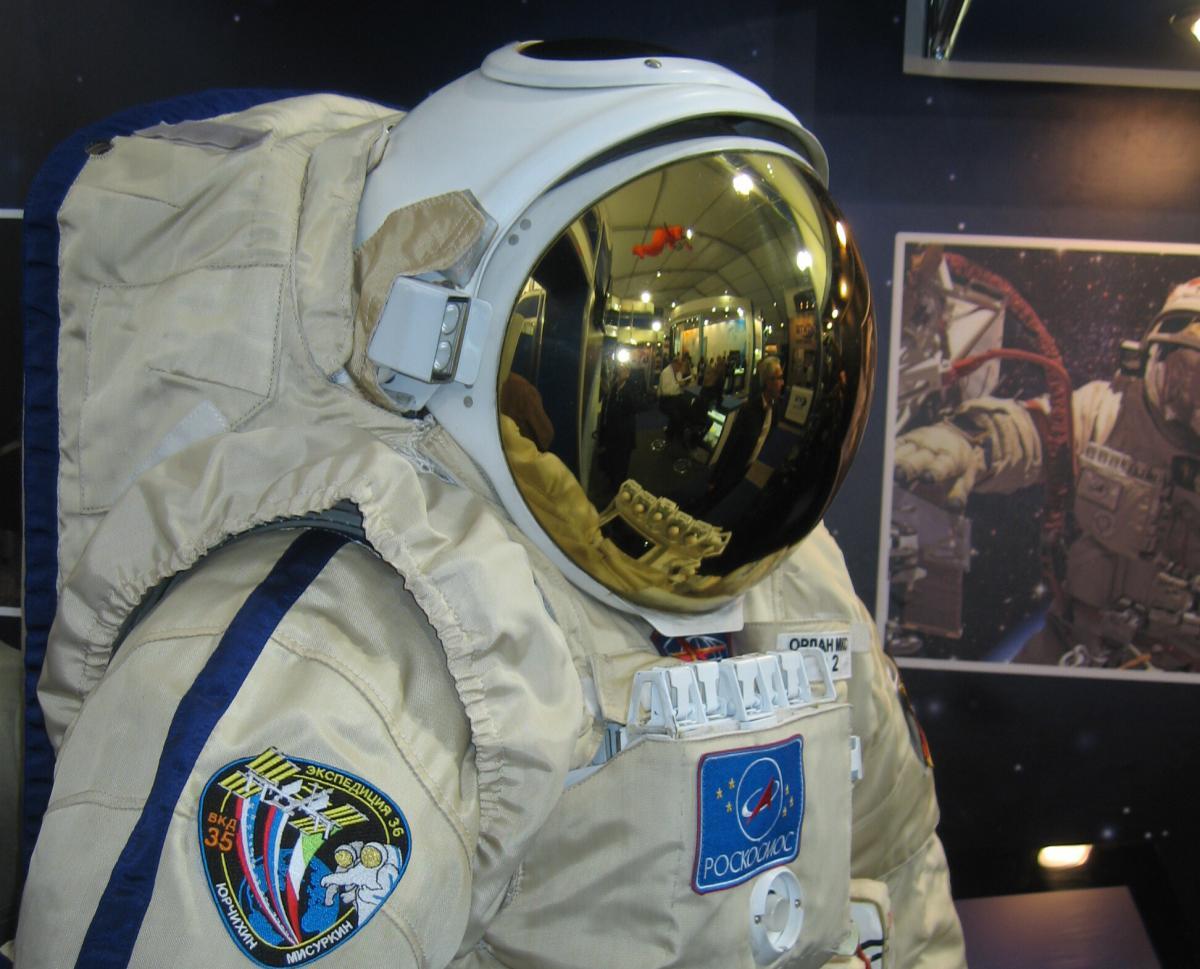 Россияне на МКС могут остаться без скафандров / wikipedia