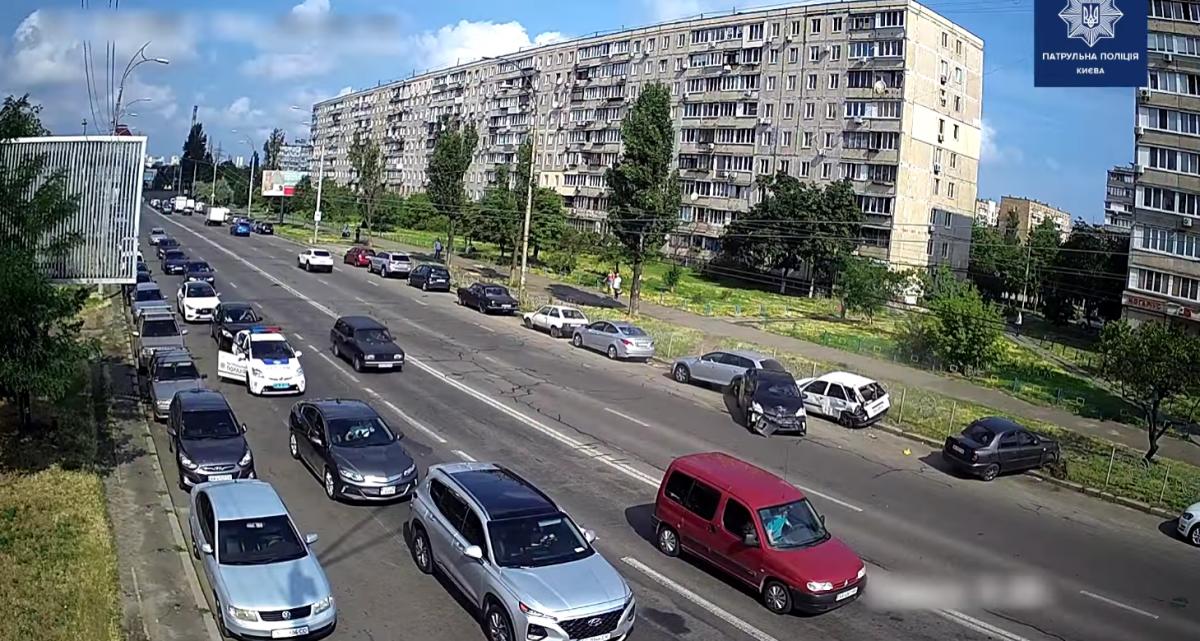 Масштабное ДТП на Оболони попало на видео / скриншот