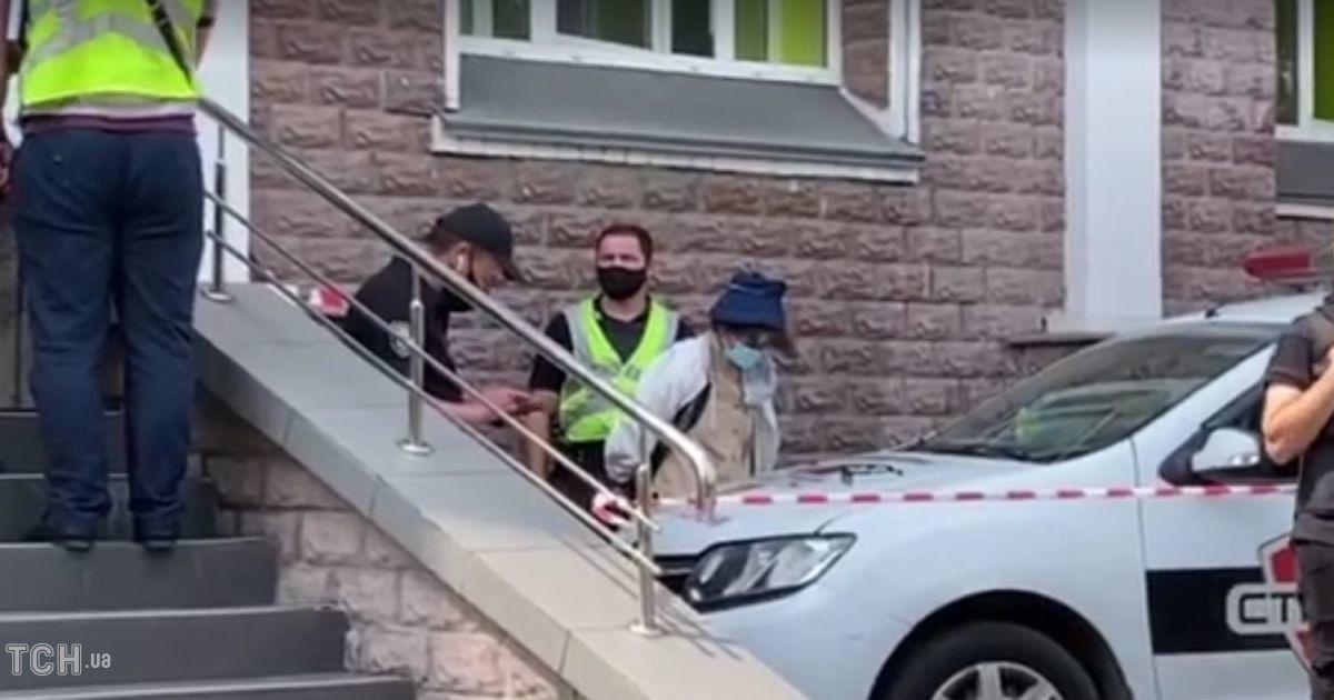 Жінці, яка напала на відділення банку в Києві, повідомили підозру / ТСН.ua