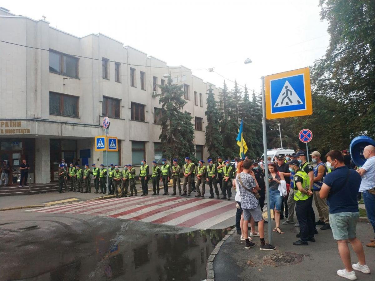 Под стенами МВД в Киеве прошла акция в честь 5-й годовщины смерти Шеремета / фото УНИАН