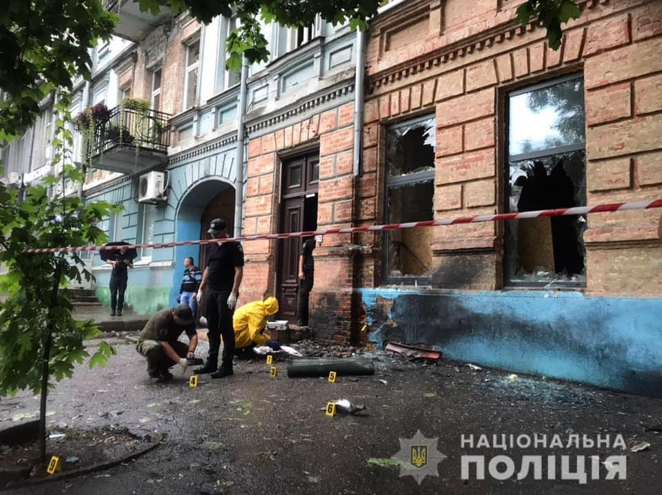 На місці вибуху в Соборному районі Дніпра працюють слідчі та ДСНС / фото Нацполіція