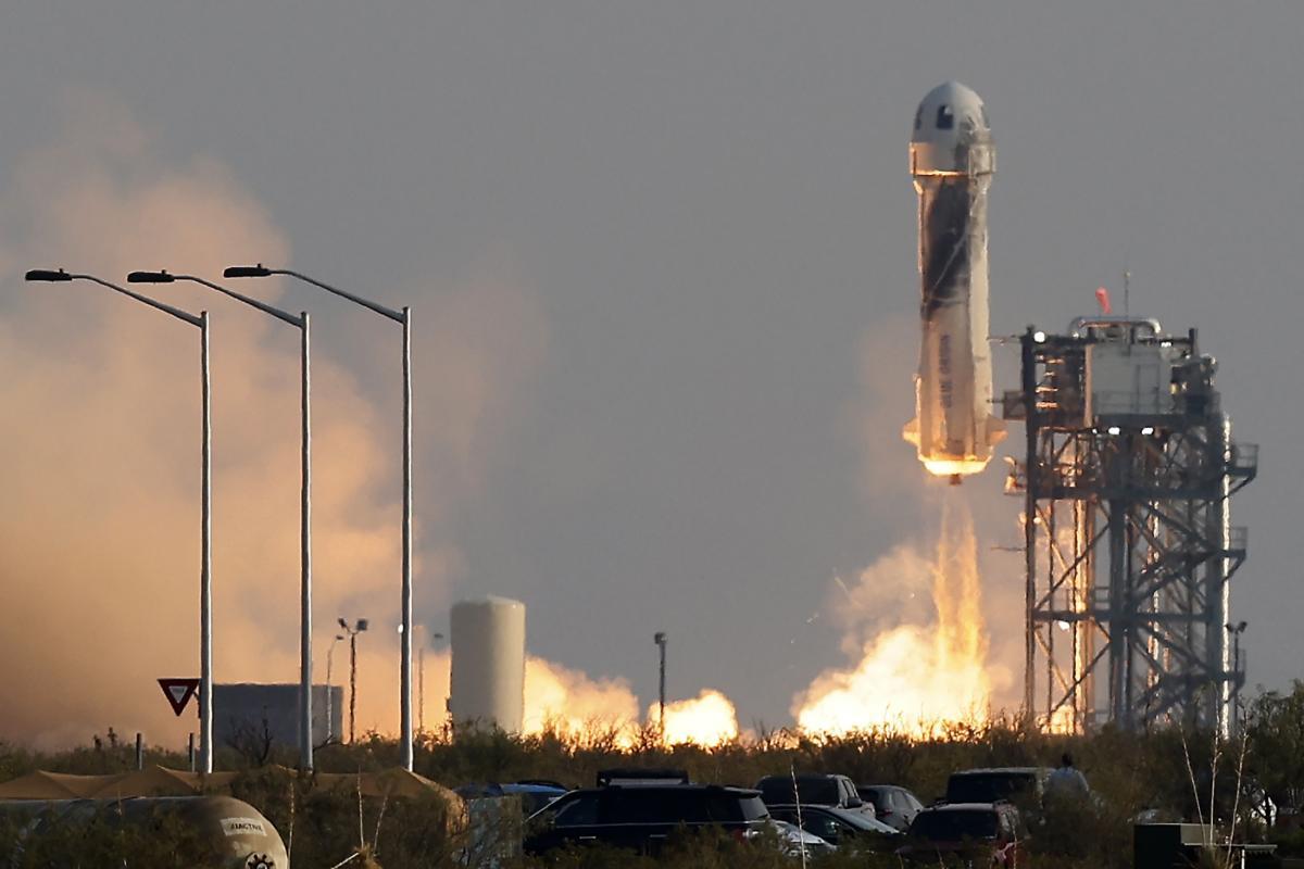 Користувачі Twitter сміються над дизайном ракети Безоса / REUTERS