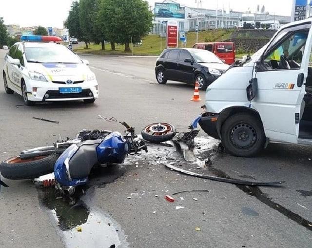 Повреждения мотоцикла довольно серьезные / фото - facebook.com/DTPRIVNE