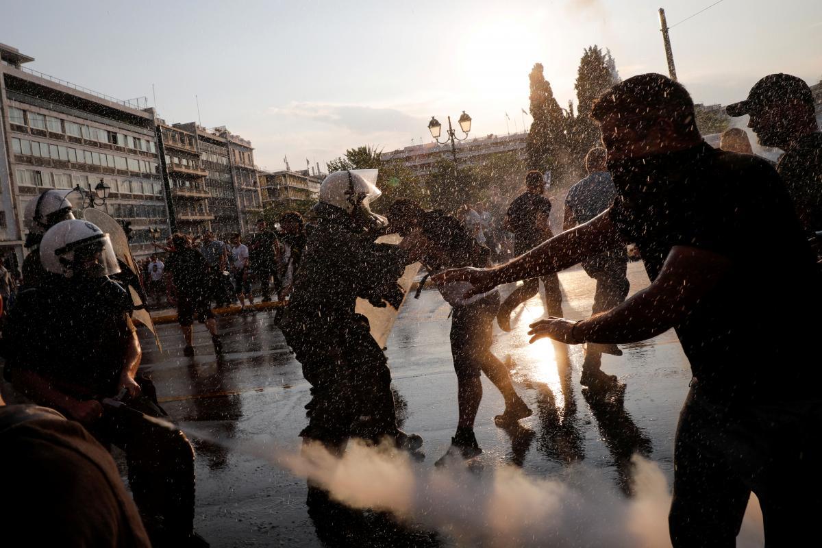 В Греции силой разогнали митинг противников вакцинации / REUTERS