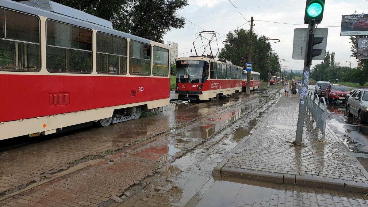 В Мариуполе из-за ливня остановились трамваи / фото 0629.com.ua